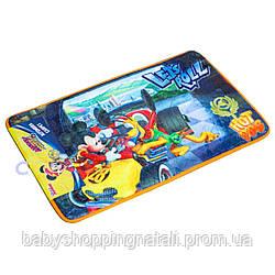 Прикроватный велюровый коврик со стоппером Микки и веселые гонки Disney (Arditex), WD11625
