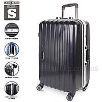 Легкий чемодан для ручной клади.