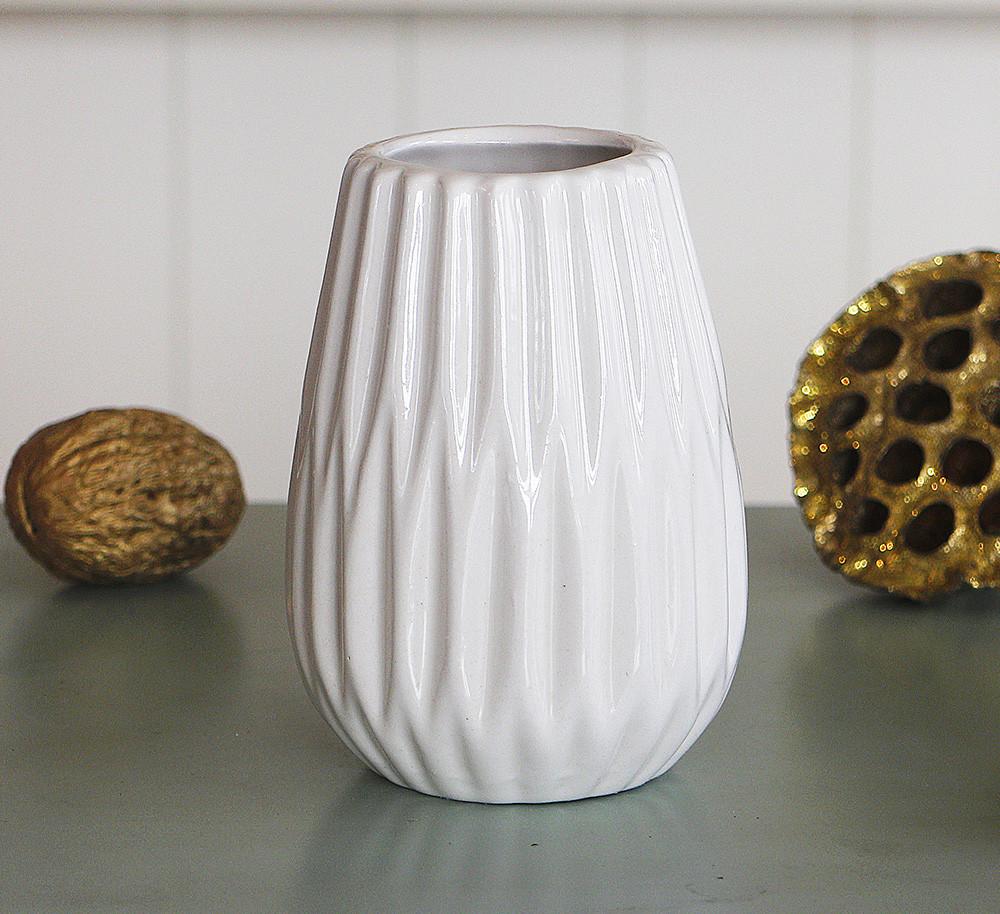 Ваза керамическая рельефная белая h12см 1021209-3 белая