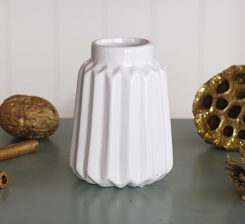 Ваза керамическая рельефная h10см белый 1021208-3 белый