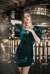 Эксклюзивное  коктейльное бархатное  платье 5105