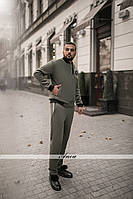 Модный спортивный мужской костюм