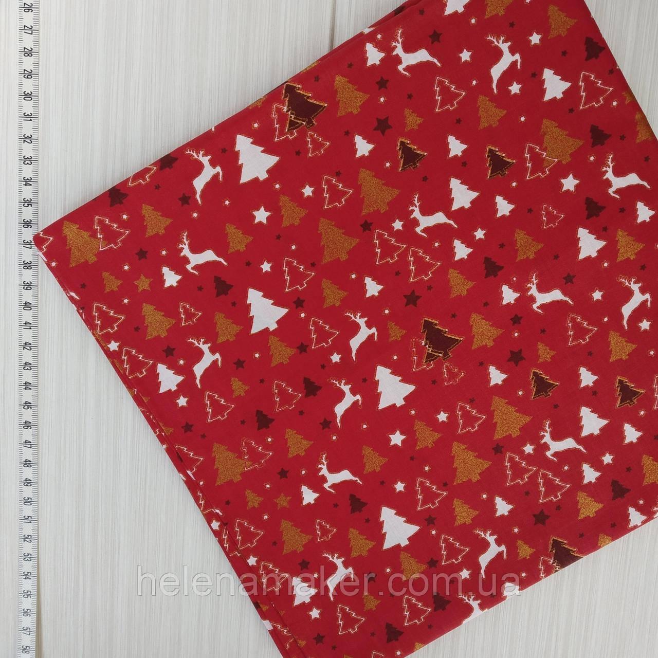 Новогодняя ткань для рукоделия Золотые глиттерные елочки на красном фоне 50*50 см