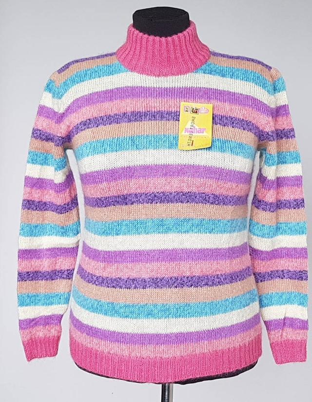 картинка женский шерстяной свитер с воротником стойка