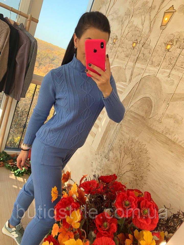 Плетений жіночий костюм з візерунком