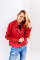 Модная красная куртка ветровка на прохладную погоду