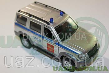 """Модель УАЗ 1/43 PATRIOT """"AUTOTIME"""" Поліція"""