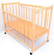Кроватка-качалка деревянная с опускаемым бортиком и колесами №4 - Ольха (05760)
