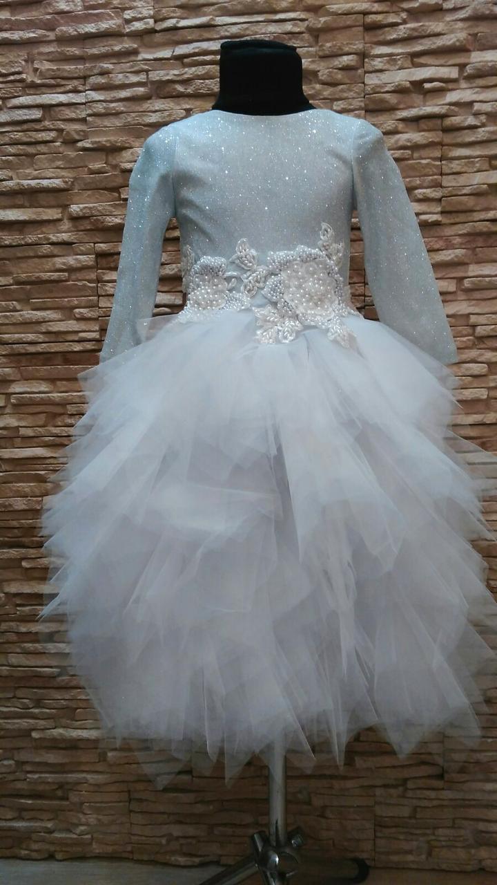Нарядное платье на девочку с пышной многослойной юбкой белое с серебрянным на 5-8 лет