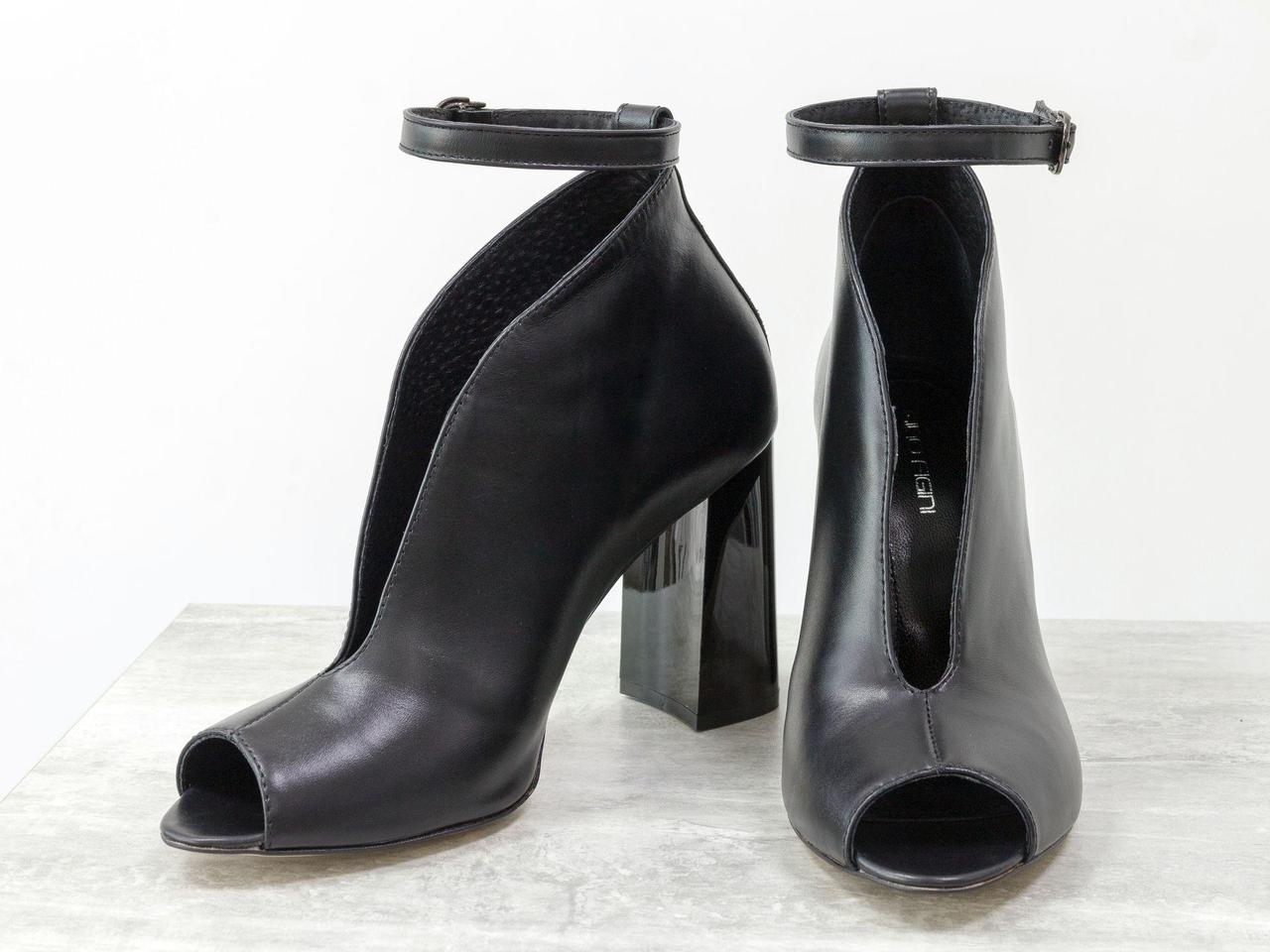 Дизайнерские туфли с открытым носиком из натуральной гладкой кожи черного цвета