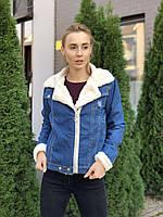 Весенняя джинсовая куртка с меховым воротником