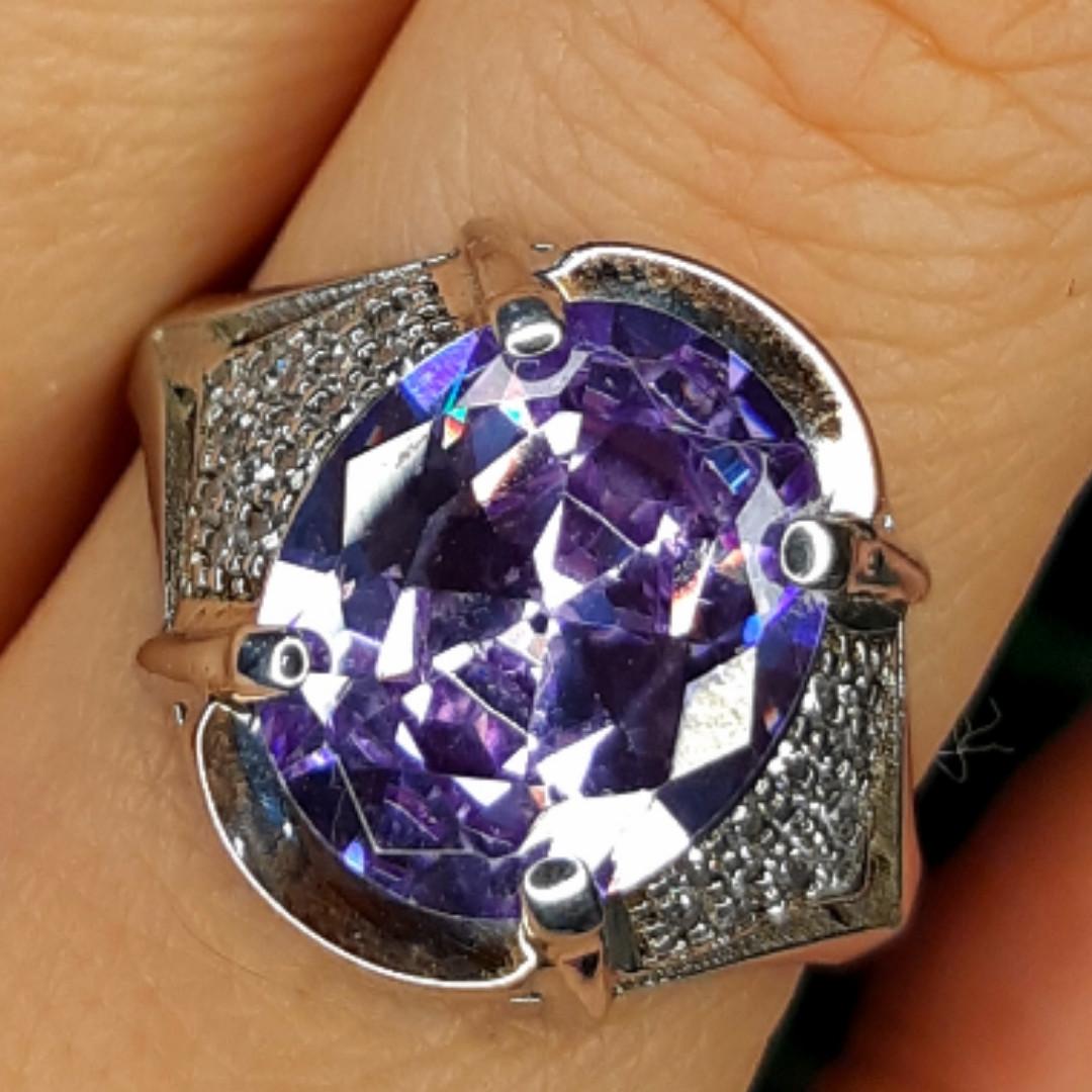 Серебряное кольцо с фиолетовым цирконием - Женское серебряное кольцо с крупным камнем