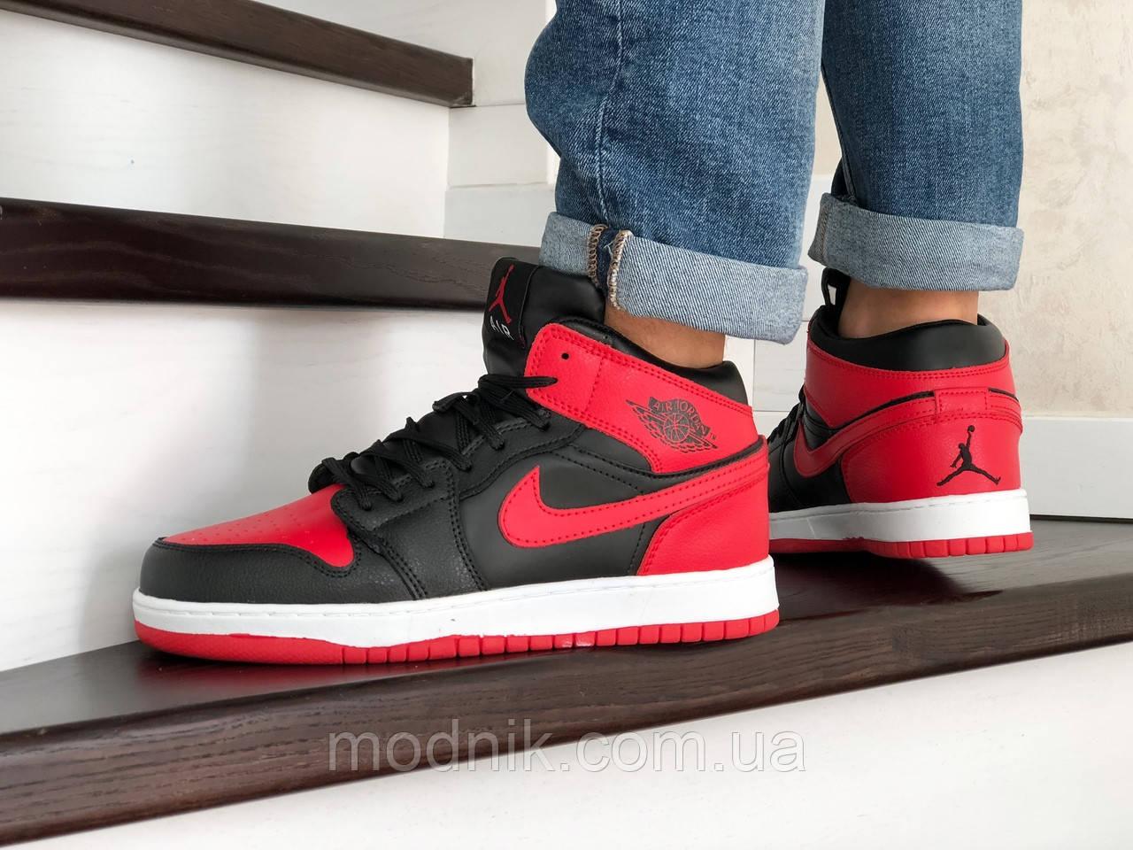 Мужские зимние кроссовки Nike Air Jordan 1 Retro (черно-красные)