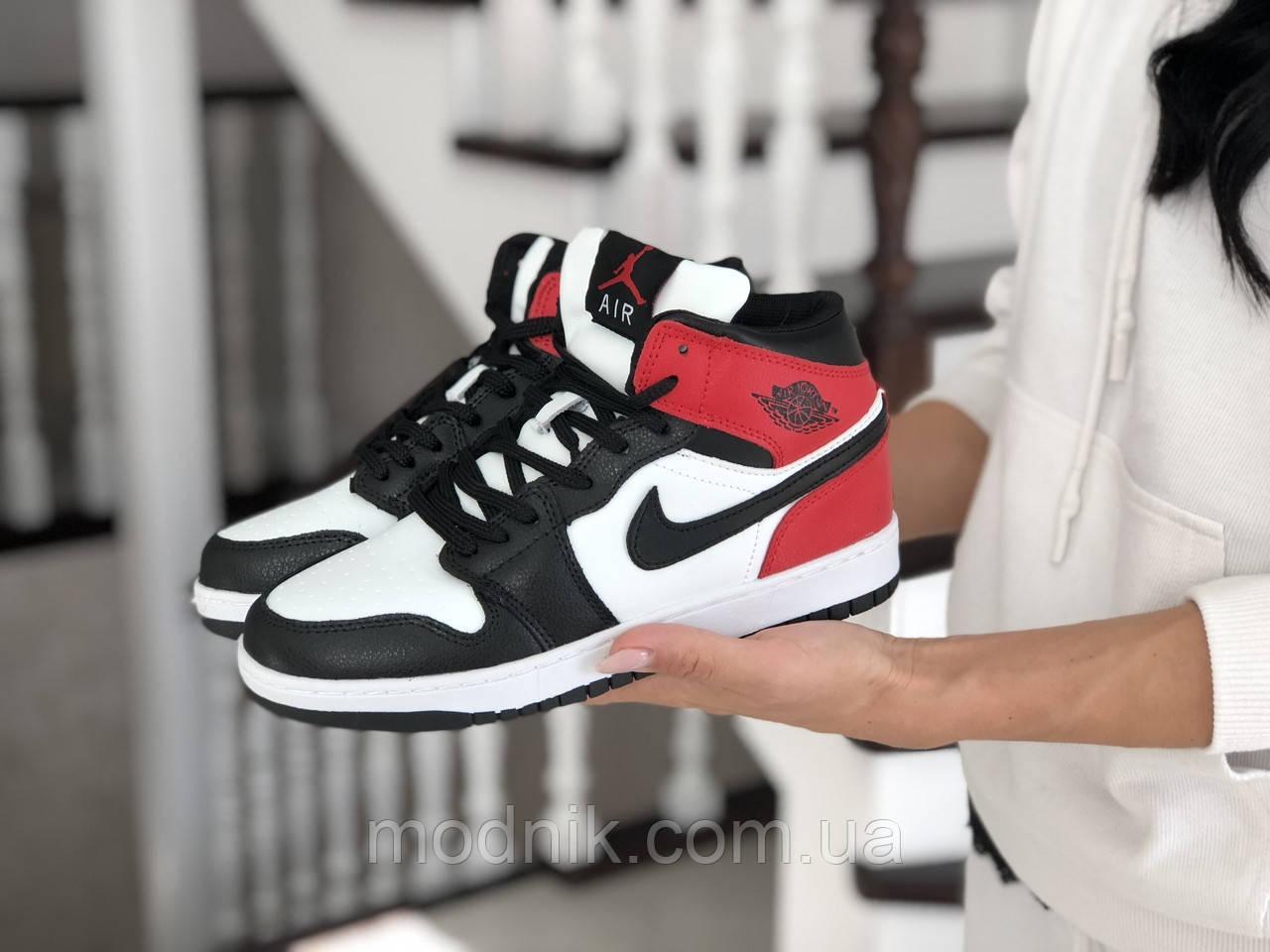 Женские зимние кроссовки Nike Air Jordan 1 Retro (бело-черные с красным)