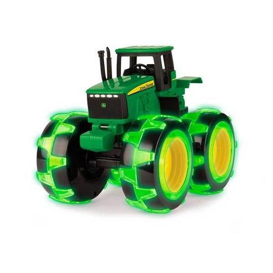 John Deere: трактор Monster Treads с большими колесами, которые светятсяTOMY