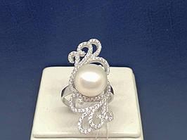 Серебряное кольцо с фианитами и жемчугом. Артикул А14344 17