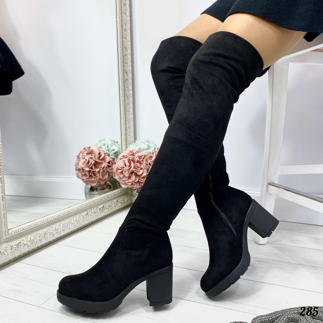 Черные сапоги на каблуках