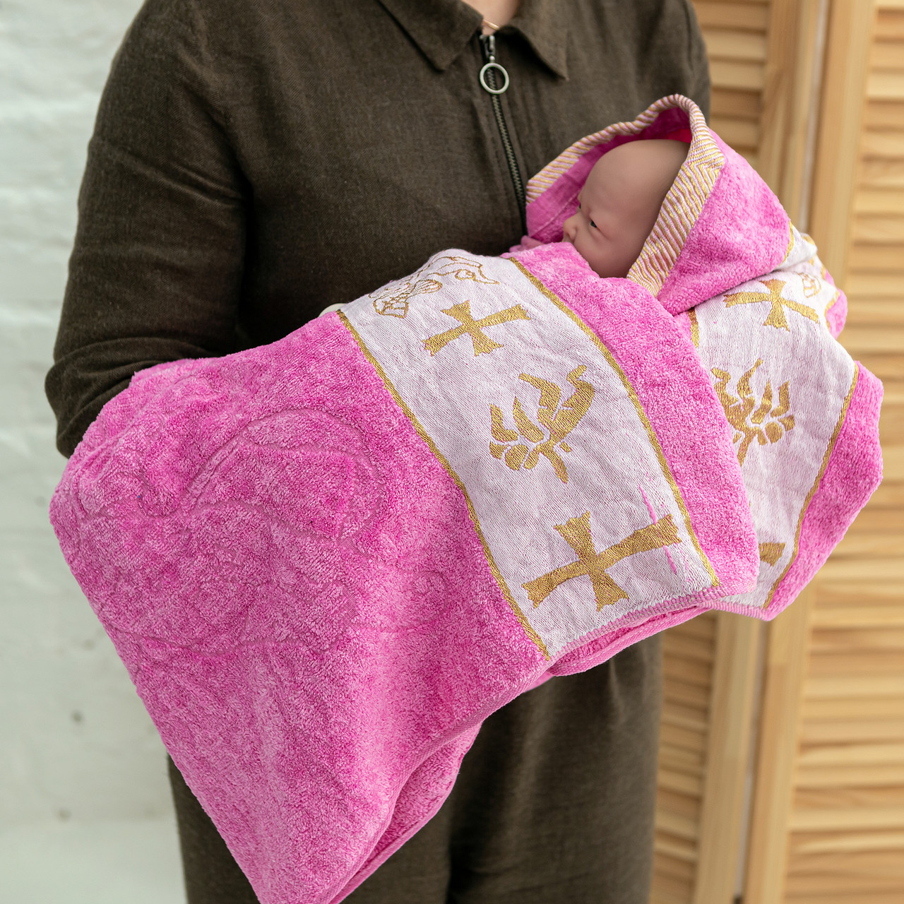Крижмо рушник з вишивкою рожеве