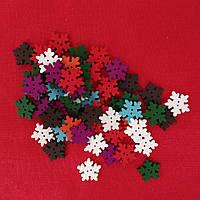 Набор 10 шт. Деревянные новогодние пуговицы Снежинки разноцветные 18 мм