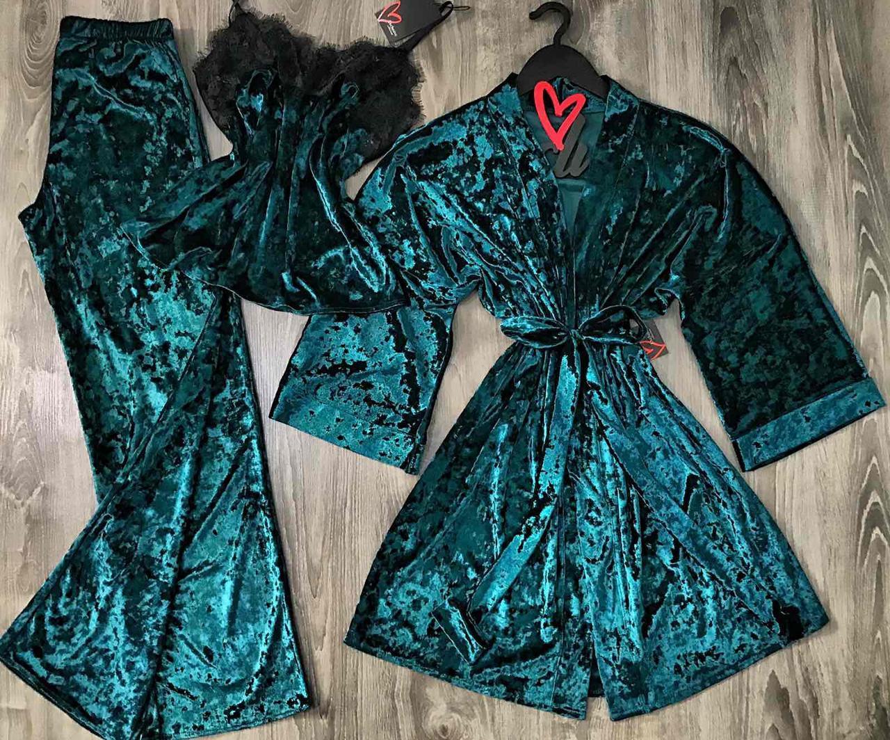 Велюровый набор халат и пижама с штанами.
