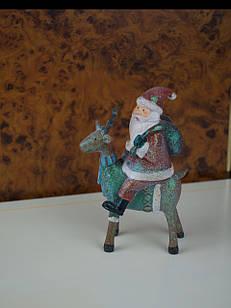 Новорічна статуетка Дід мороз на оленя