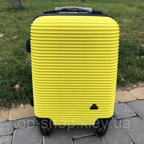 Пластиковый чемодан на колесах для ручной клади Fly 31 л (маленький)