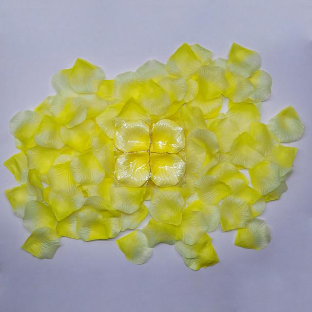 Искусственные лепестки желтые