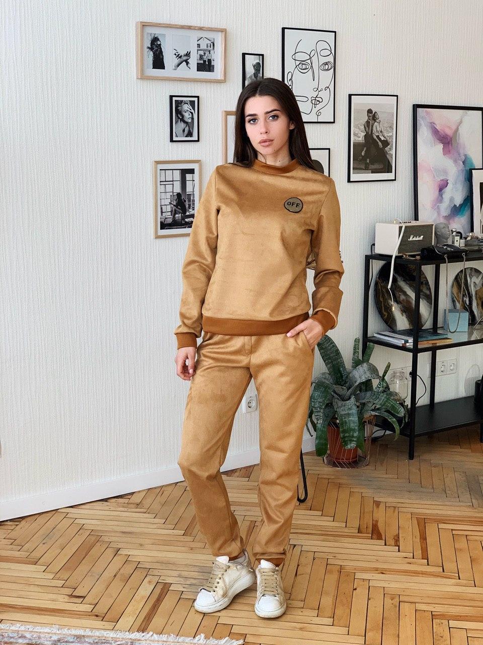 Женский замшевый костюм с кофтой и штанами на манжетах 41ks341