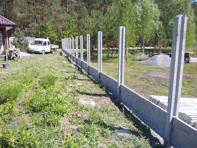 Начальный этап монтажа - бетонирование столбиков, высотой 2,8м.