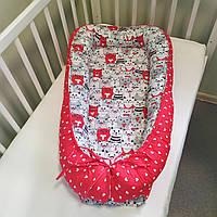 """Кокон-гнездышко для новорожденных двухсторонний + ортопедическая подушка """"Коты серые и красные"""""""