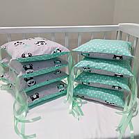 Бортики-подушки, защита в детскую кроватку, бампер (8 подушек на три стороны) Панды с мятным шарфом