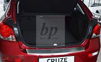 Защитная хром накладка на задний бампер с загибом Chevrolet Cruze 5D (шевроле круз хэтчбек 2011+)