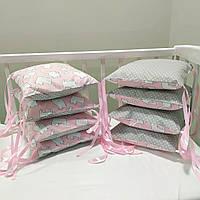Бортики защита в детскую кроватку для новорожденных коты на розовом