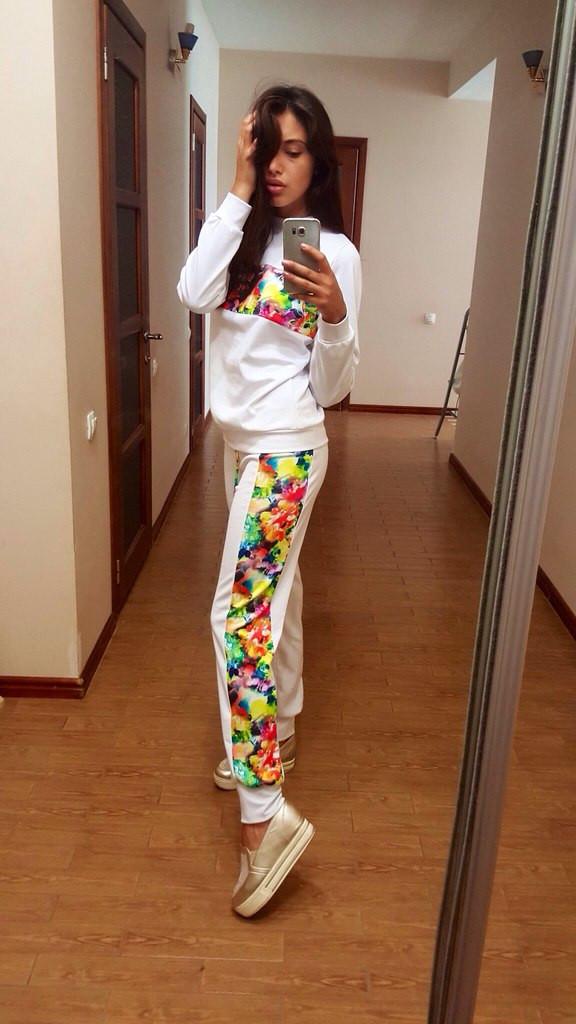 Спортивный костюм с цветными вставками