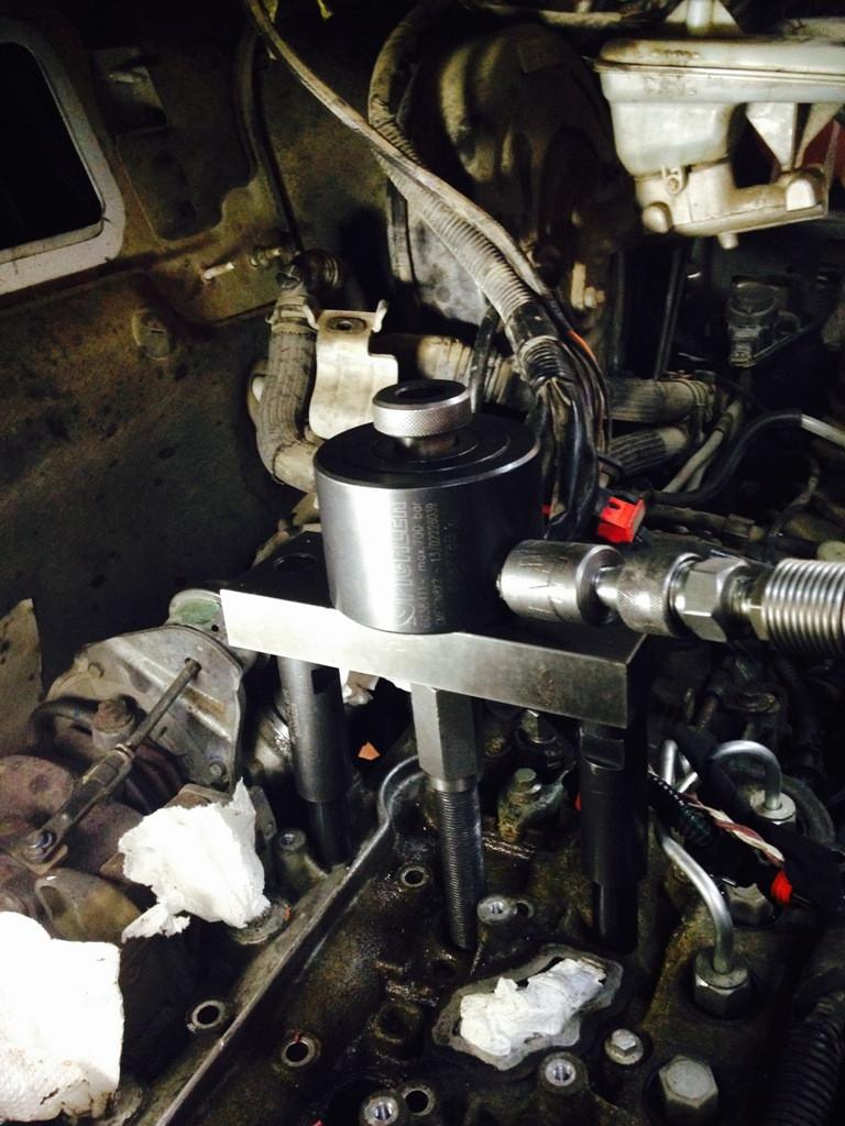 Извлечение, демонтаж форсунок Renault Trafic 2,0cdti (M9R)