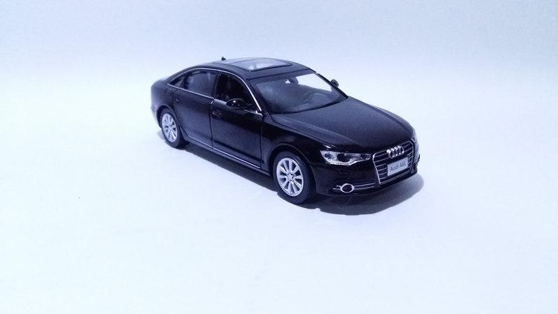 Коллекционная машинка Audi A6 масштаб 1:32 3