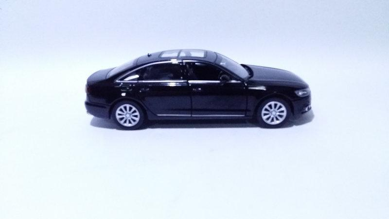 Коллекционная машинка Audi A6 масштаб 1:32 4