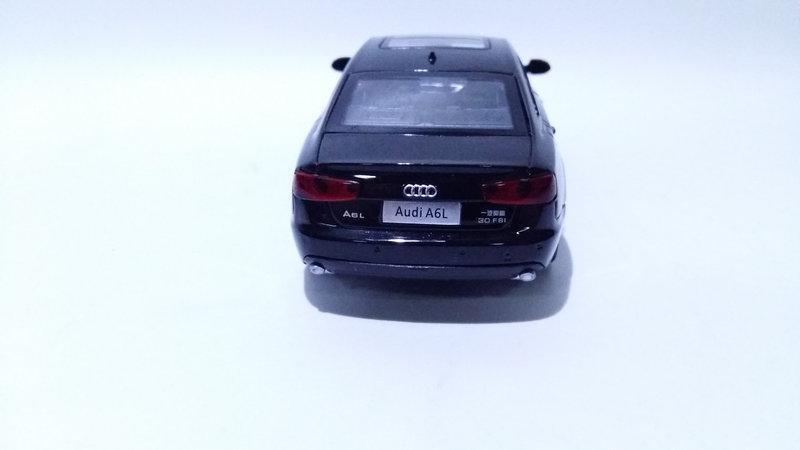 Коллекционная машинка Audi A6 масштаб 1:32 5