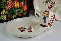 Набор детской керамической посуды для девочки с чашкой и тарелкой с отделением под соус.