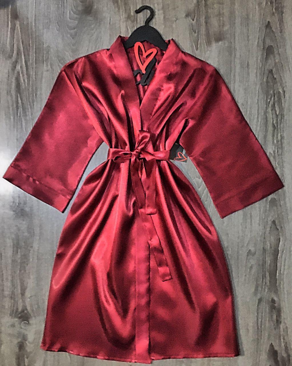 Бордовый атласный халат большой размер.