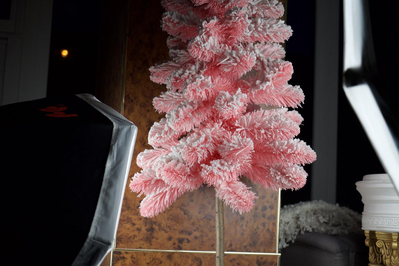 Елка искусственная розовая с искусственным снегом