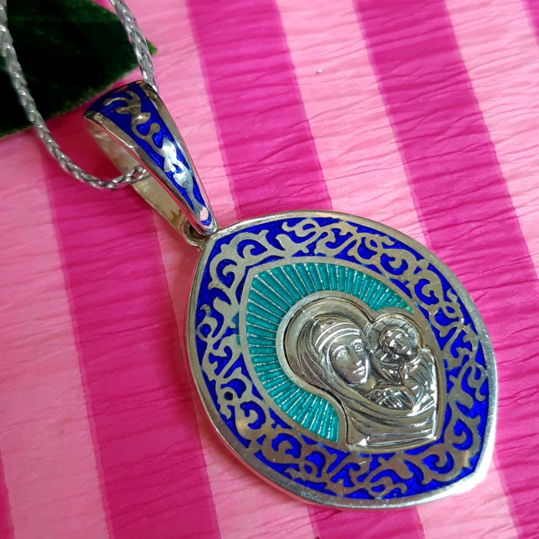 Серебряный кулон иконка с эмалью Богородица с младенцем - Ладанка серебряная Казанская Богородица