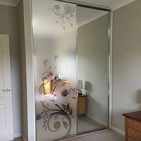 Пленка матирующая на зеркало шкафа купе Тюльпан 02 (наклейка самоклеющаяся на стекло, цветы)