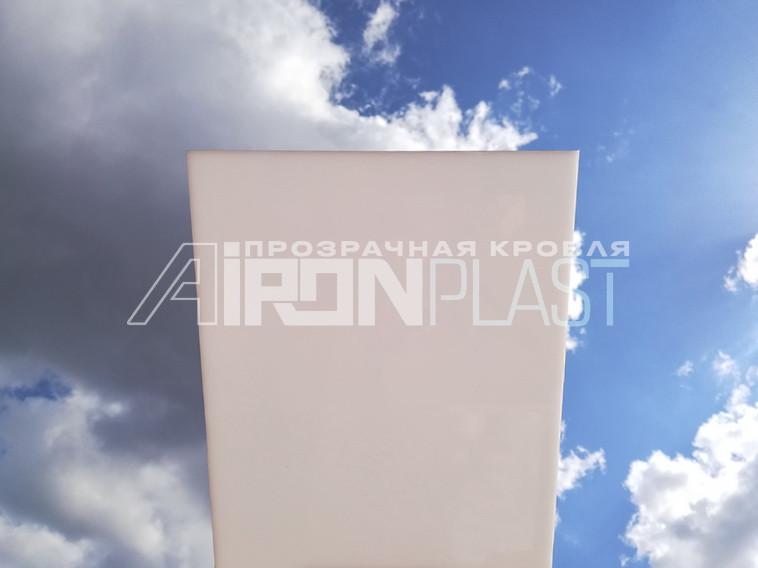 Монолитный поликарбонат CARBOGLASS 2 мм молочный