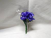 Бутоньерка для гостя на свадьбе синяя