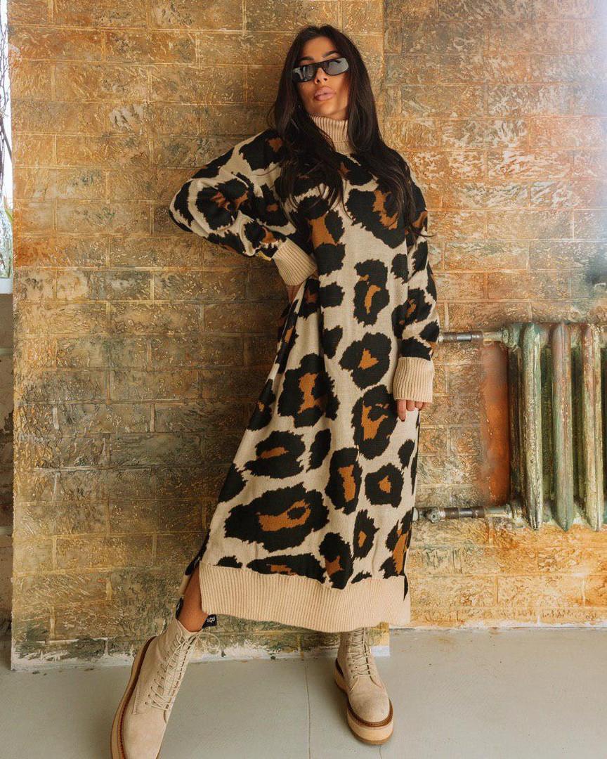 Стильное вязаное платье свободное с леопардовым принтом оверсайз