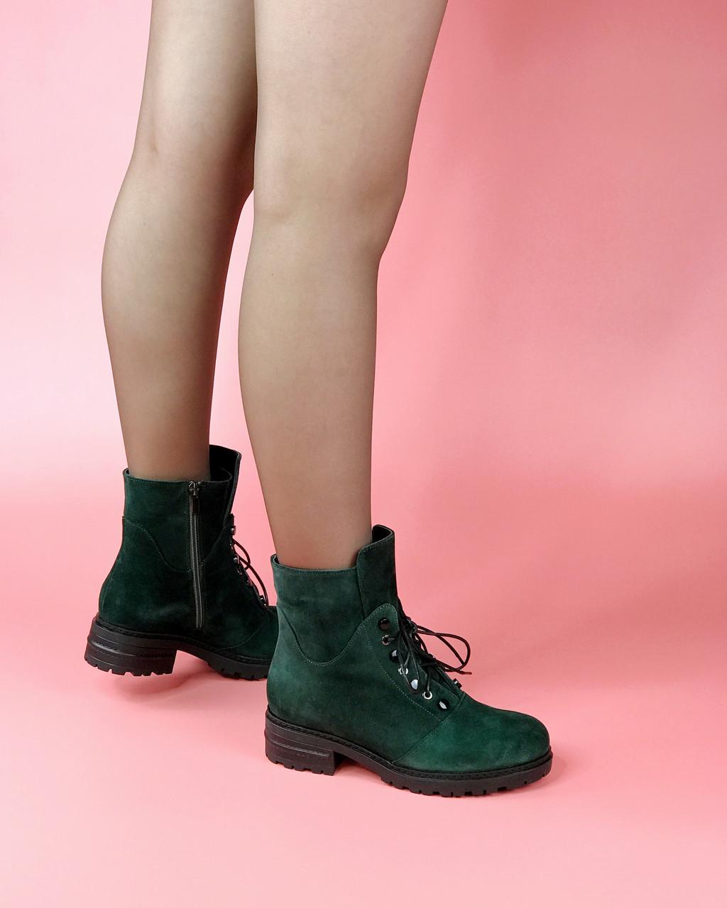 Ботинки женские замшевые зеленые с имитацией шнуровки MORENTO зимние