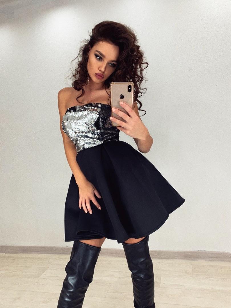Платье с пышной юбкой из неопрена и открытым верхом из пайетки без рукава vN5222
