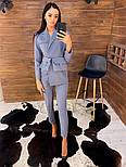 Женский брючный костюм с зауженными брюками и удлиненным пиджаком vN5336, фото 2