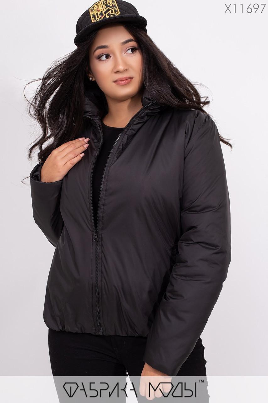 Короткая демисезонная куртка в больших размерах на молнии с воротником стойкой vN5360